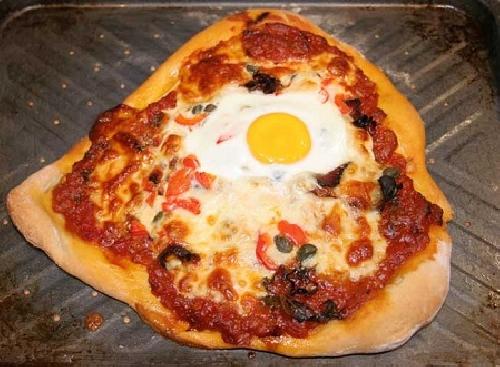 Ricetta pizza Uova e Pancetta Foto