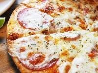 Nuova pizzeria gourmet sul lungomare partenopeo Foto