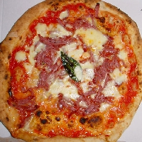 Ricetta pizza Ricotta e Salame Foto